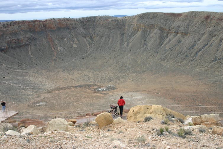 Meteor Crater, Near Winslow, Arizona  № 1143976 бесплатно