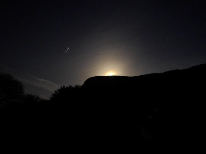 Фото НЛО испускающего луч