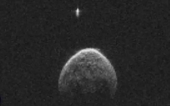 Фотография НЛО на орбите астероида