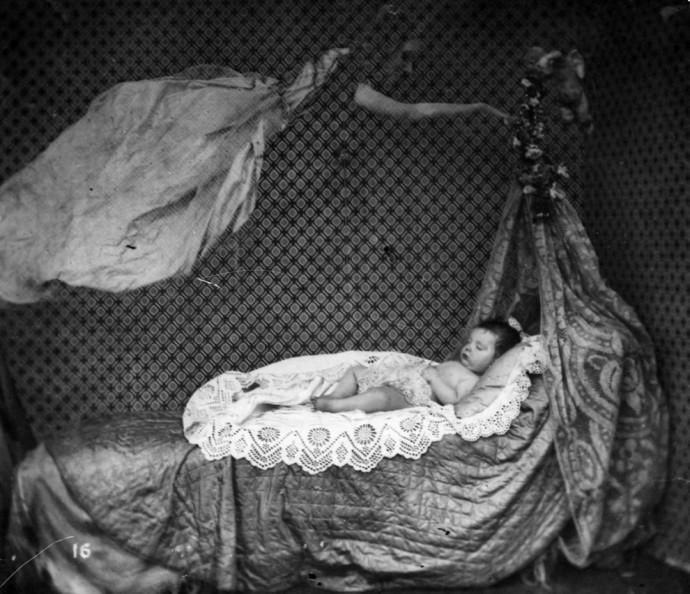 Призрак над детской колыбелькой, примерно 1860 год