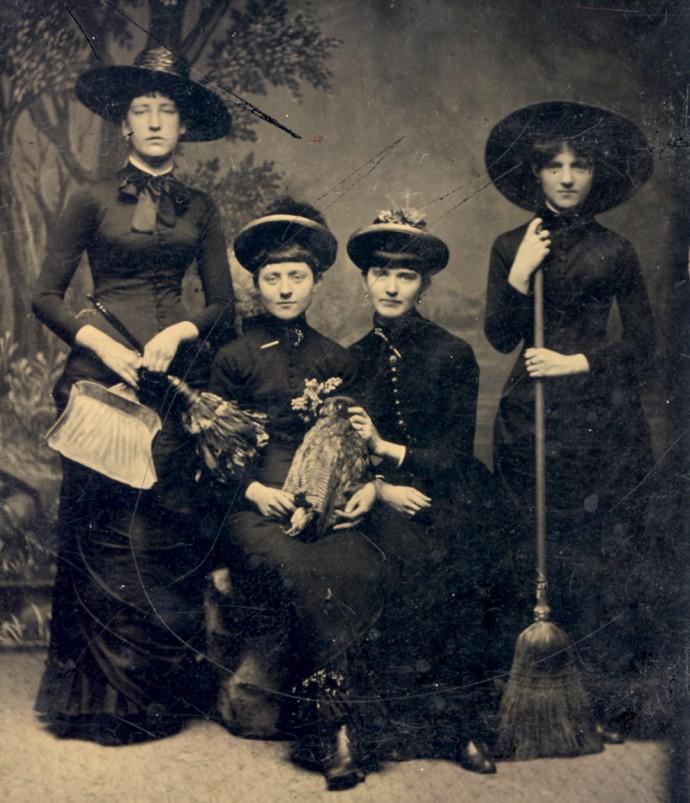 """Группа """"ведьм"""", 1875 г."""