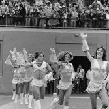 Робин Уильямс одет как чирлидер – 1980 год
