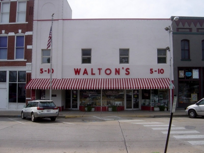 Первый магазин Walmart был открыт в 1962 году