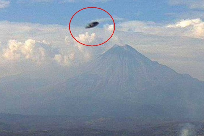 НЛО над вулканом Колима