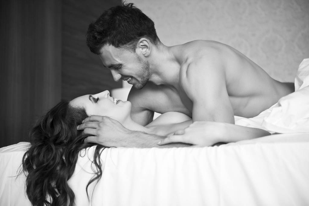Как мужчина с мужчиной занимаються любовью
