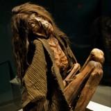 Мумия южноафриканской женщины с татуировкой на каждой груди и на лице