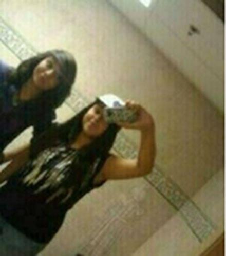 «Это фото было сделано через зеркало в туалете отеля Weslaco в Техасе, который был построен в 1928 году. На снимке – две девочки