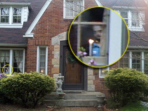 «Я живу в городе Равенна, Огайо. В мае 2007 года мой сын сделал снимок нашего дома. Мы все были в шоке, увидев в одном из окон н