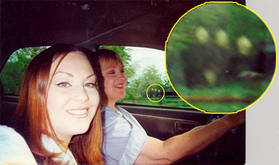 «Это фото я сделала во время путешествия по восточному Техасу. На фото появились эти три странные фигуры в чёрном. Кто это? Иноп