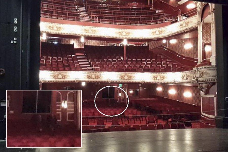 Два привидения в театре Дарлингтона