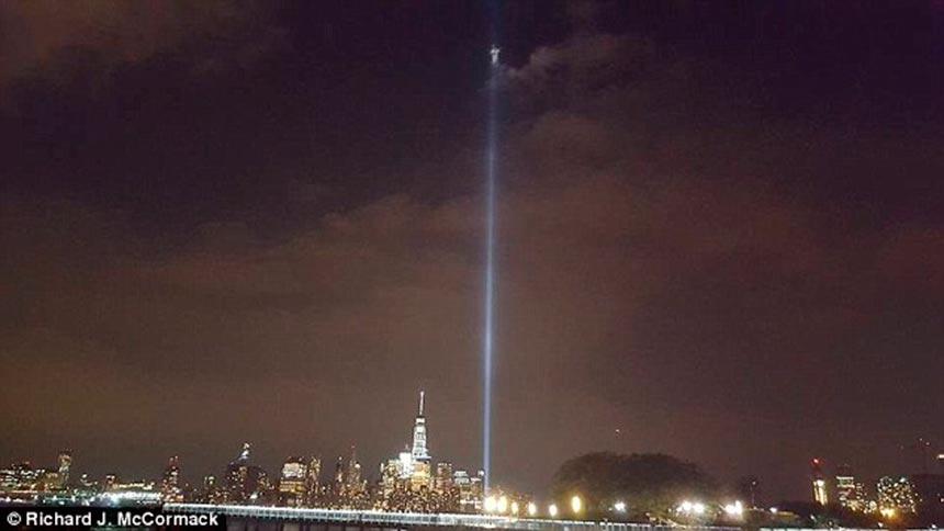 Фотография Ангела над всемирным торговым центром