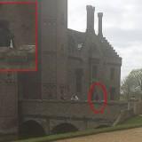 Фотография привидения в замке