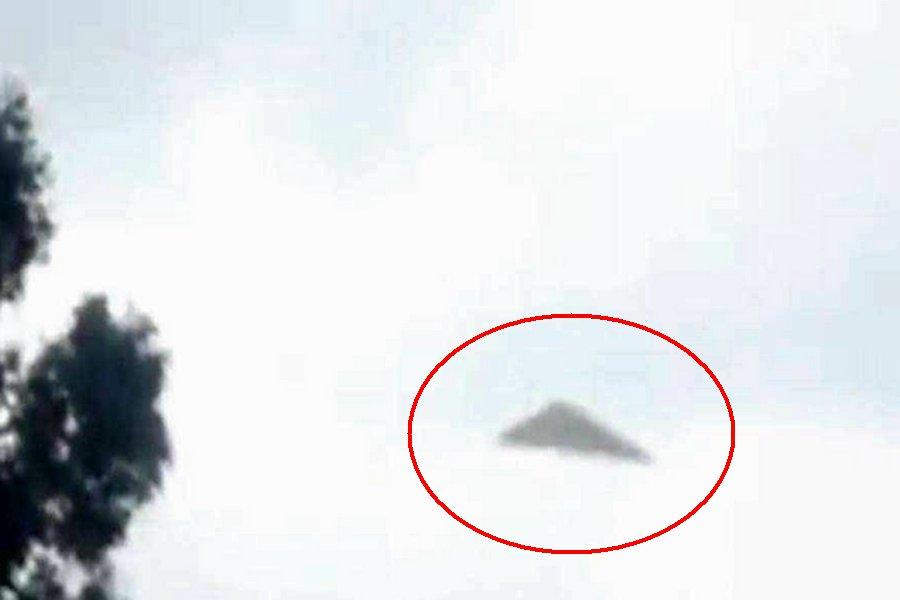 Фотография треугольного НЛО