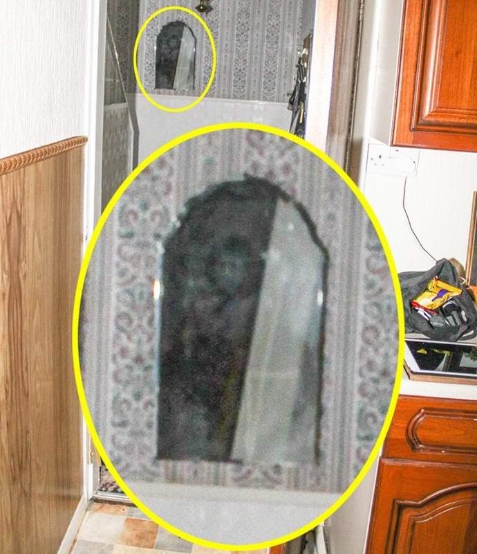 Призрак монаха в зеркале
