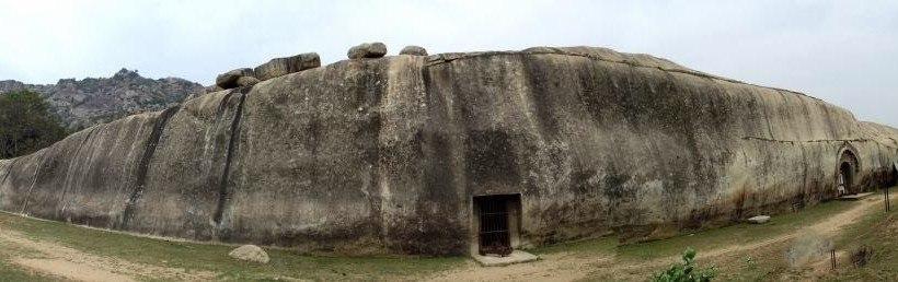 Пещеры Барабар - древнее бомбоубежище?
