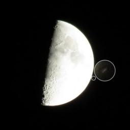 Фото НЛО у Луны
