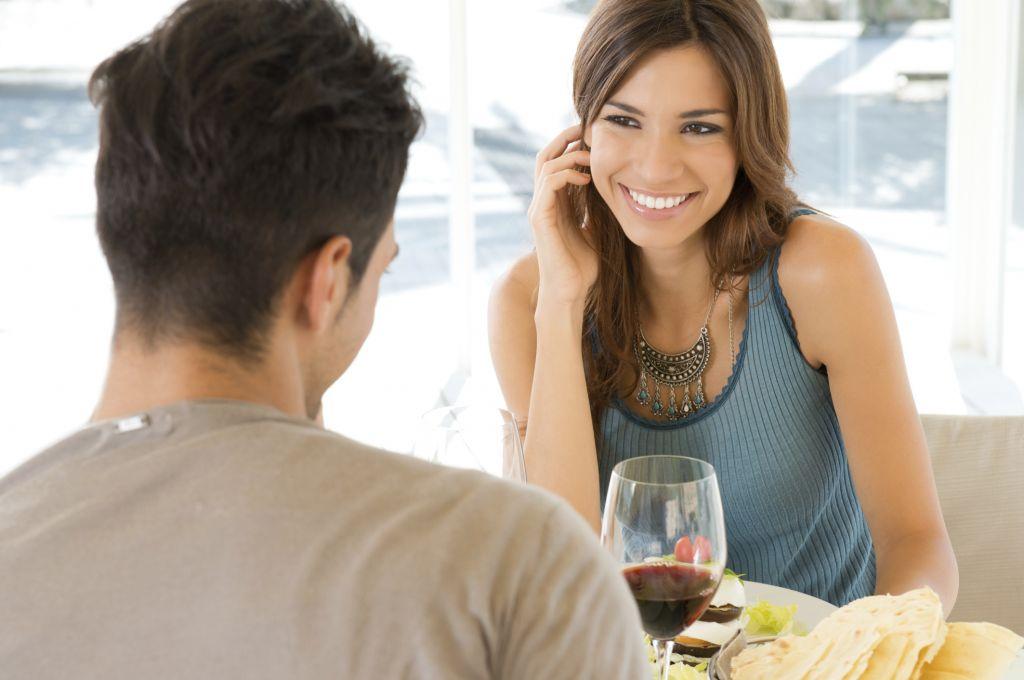 Как привлечь девушку при первом знакомстве