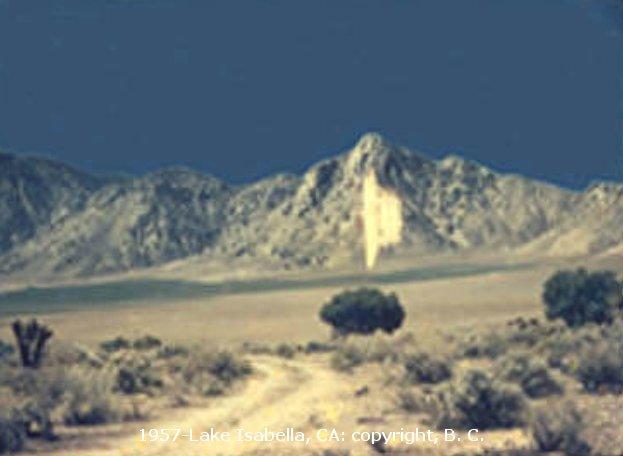 НЛО, 1957 год - Озеро Изабелла, штат Калифорния.
