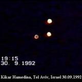 НЛО, 1992 год – Кикар Хамедина, Тель-Авив, Израиль.
