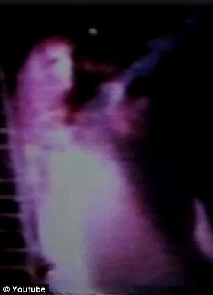 Призрак женщины в розовом