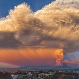 Ночное извержение вулкана
