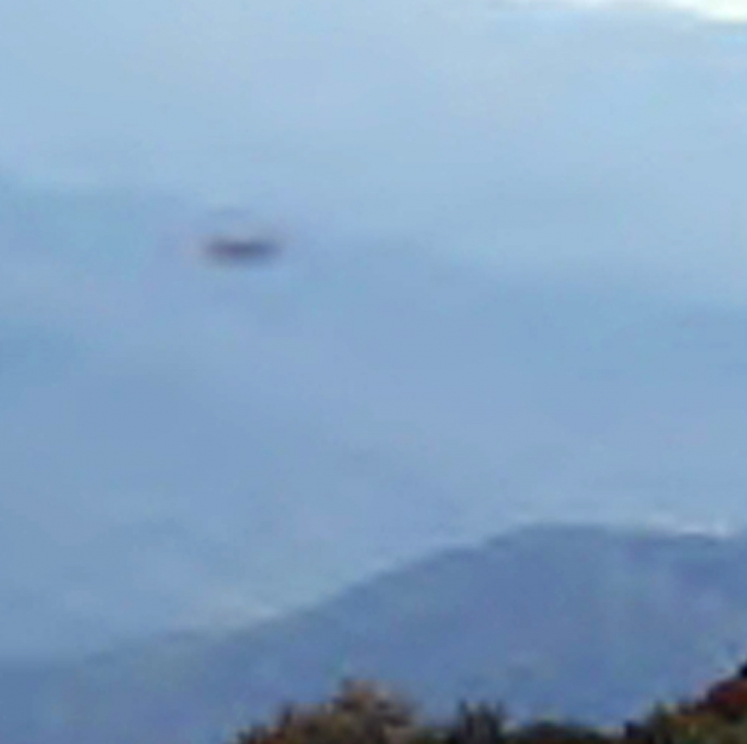 НЛО над Йеллоустоуном (28 сентября 2012) (Увеличенное фото)