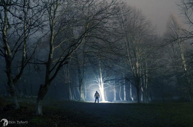 Мистическая ночь в селе во время тумана / Фотограф: Илькин Зеферли