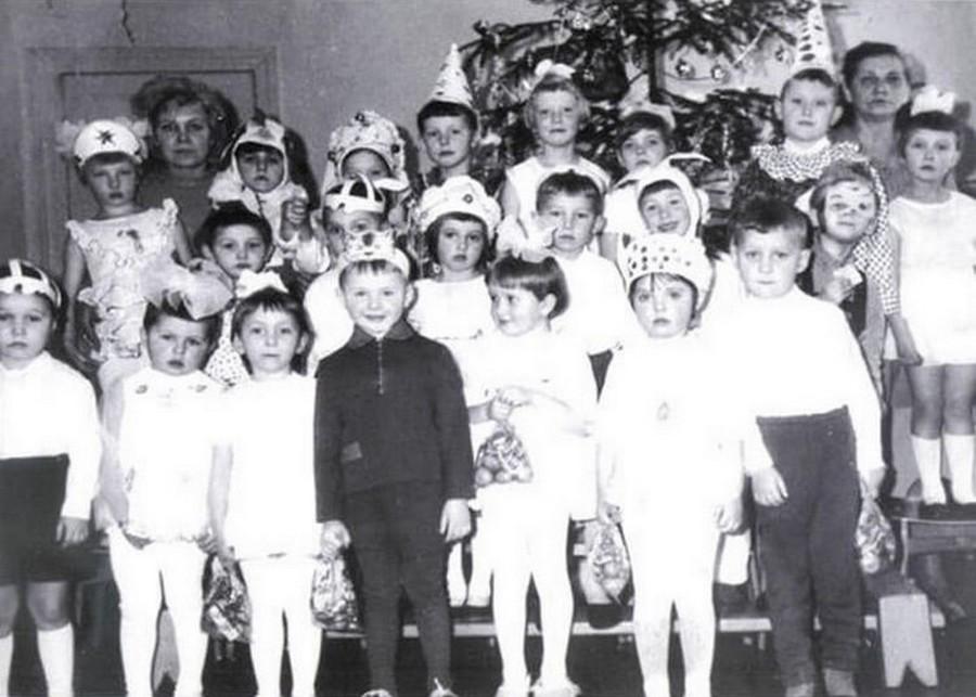 Фото погибшей группы детсада. Справа — воспитательница Валентина Шабашова-Метелица (погибла), слева — заведующая Галина Клюхина (в тот день ее не было на работе). Фото из личного архива.