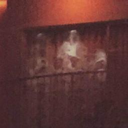 Несколько привидений на фотографии
