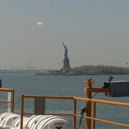НЛО рядом со Статуей Свобода