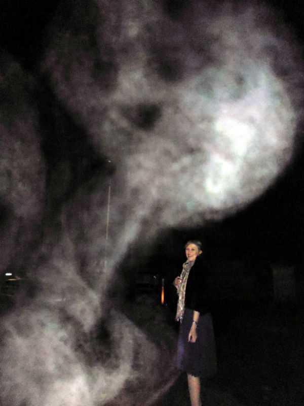 Фотография привидения на кладбище
