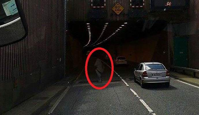 Призрак на дороге фото