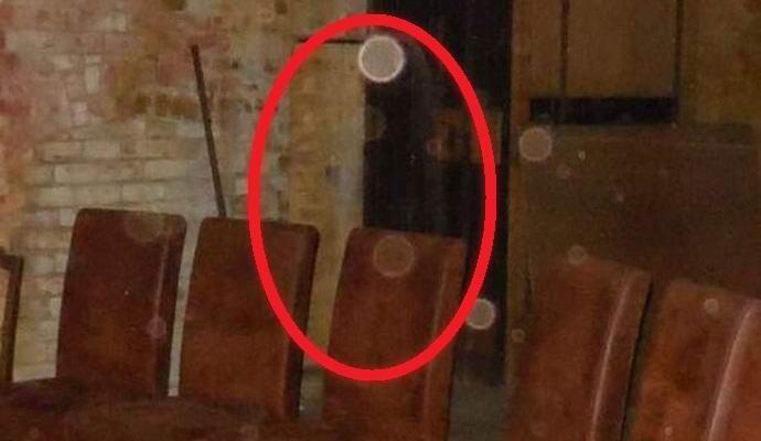 Фото призрака на Хеллоуин