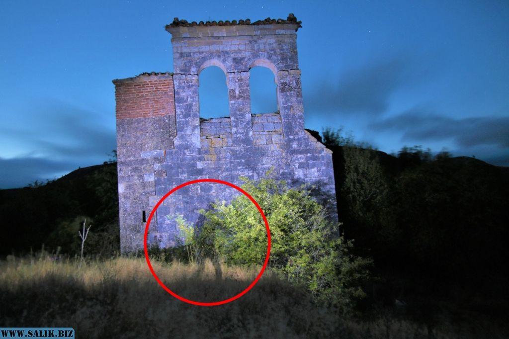 В заброшенной деревне засняли тень невидимки