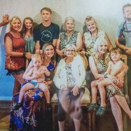 Лицо покойного дяди рассмотрели на семейном фото