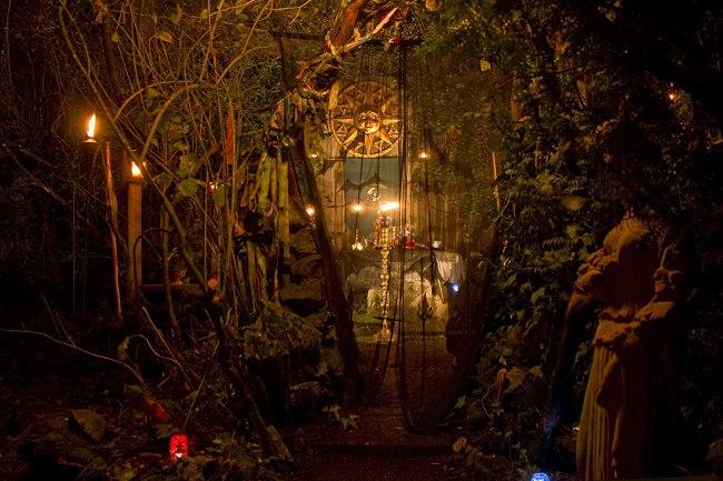 Mythologie Wie bei allen vier Festen wurde angenommen dass auch zu Samhain die Menschen einen Zugang zu den Wesen der Anderen Welt haben besonders zu den Bewohnern