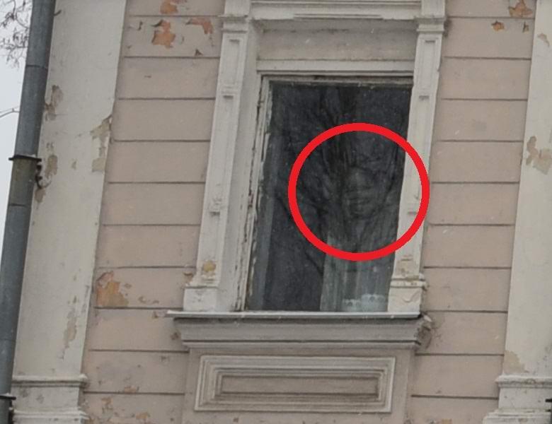 Привидение в окне