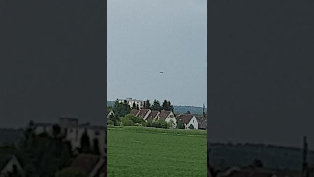Над холмами в западной части Германии парил громадный сигарообразный НЛО