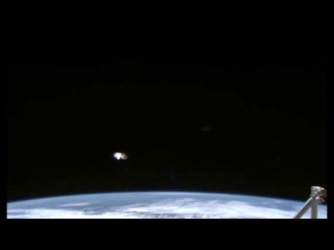 НЛО возле МКС видео