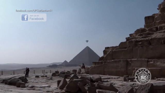 Откровенные НЛО над пирамидами в Гизе