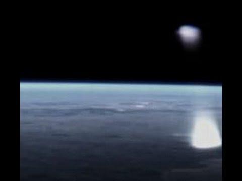 НЛО выпустил пучек света в сторону Земли