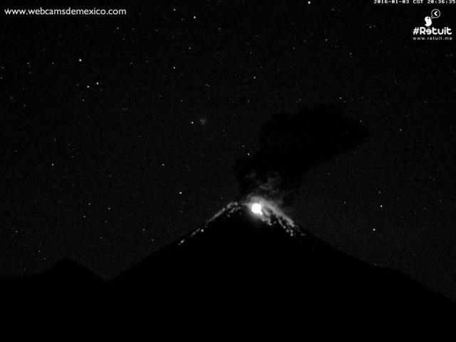 Дискообразный НЛО пролетел около извергающегося вулкана Колима