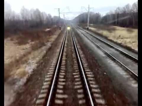 Светящийся объект на рельсах видео