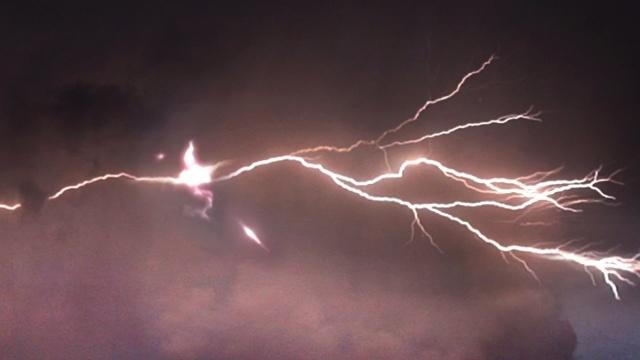 Молния попала в НЛО