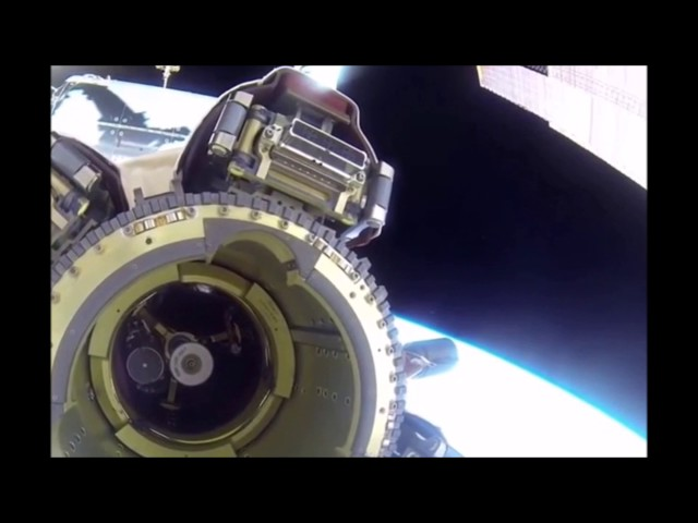 НЛО рядом с МКС видео