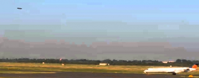 Видео сигарообразного НЛО над германским аэропортом
