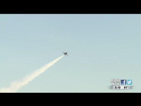 НЛО попал в кадр на авиашоу в Нью-Йорке