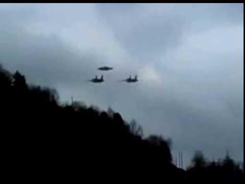 Два военных самолета сопровождают НЛО в Италии