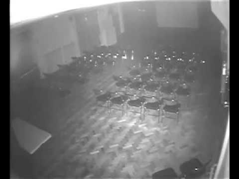 В театре засняли летающие орбы и полтергейст.