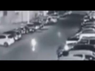 Призрак прогуливался ночью по стоянке машин